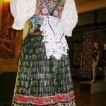 Folkedrakt fra Bratislava med vest og tørkle