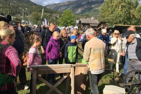 Sveinung demonstrerer Foto: Anne Holth Larsen